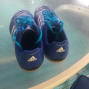 Adidas Boys size 6 indoor soccer/turf shoes